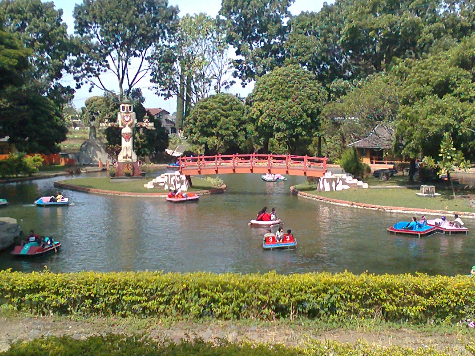 Family Trip to Tirta Nirwana Songgoriti Batu ~ The Apple City – So