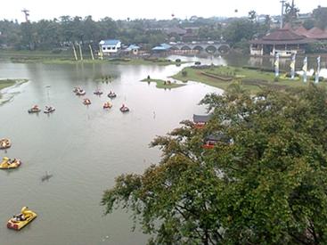 island and boats.jpg