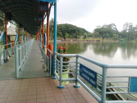 waterpark entrance.jpg