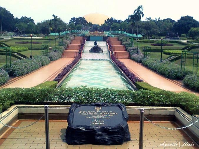 kolam air mancur taman bunga tmii