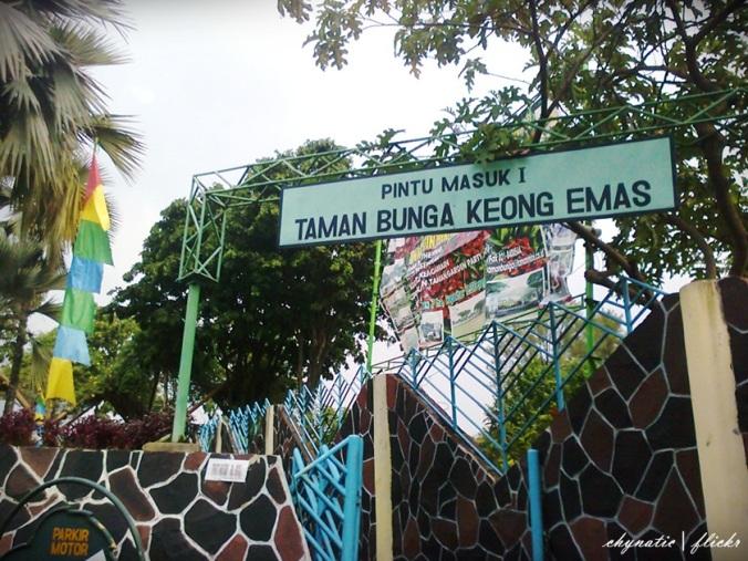pintu masuk taman bunga TMII