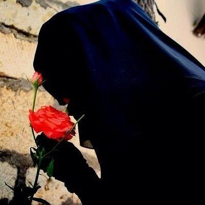 niqab and rose