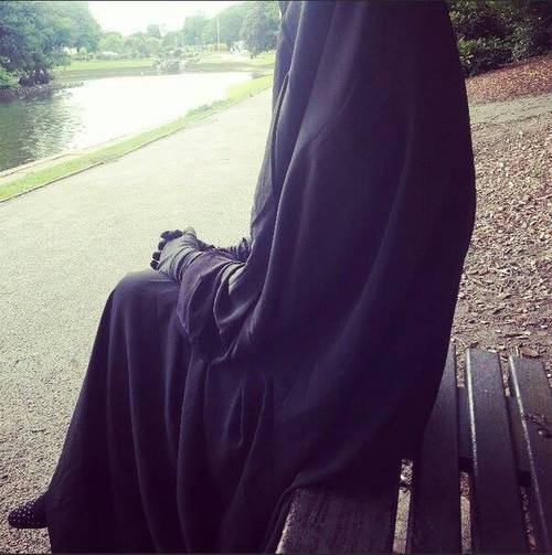 niqabi.. lovely!