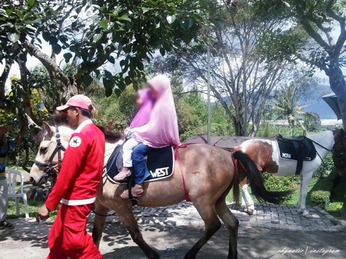 aia and afra naik kuda..