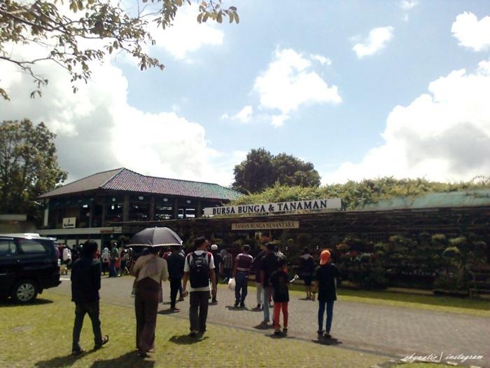 Pintu Masuk Taman Bunga Nusantara