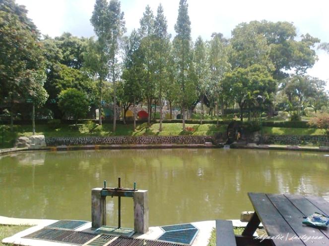 danau taman bunga puncak