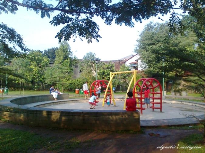 playground taman mahoni