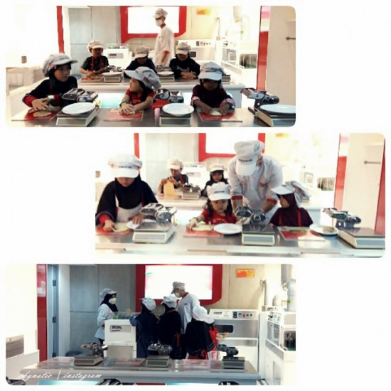 making noodle class at kidzania