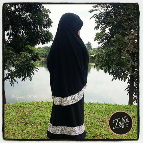 jilbab hitam lace by zafra
